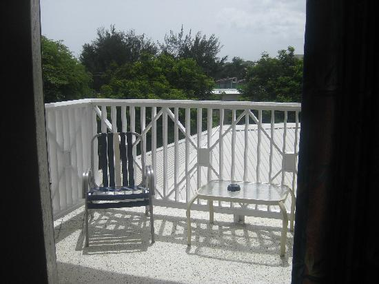 Southern Surf Beach Apartments: The balcony