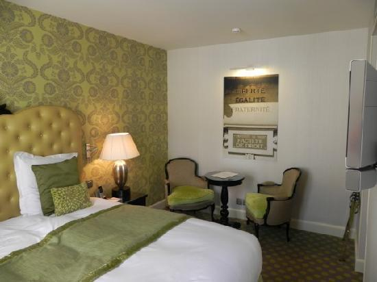 Hotel le Petit Paris : Another view of our room 