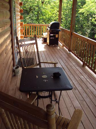 Cripple Creek Bed and Breakfast Cabins: Porch