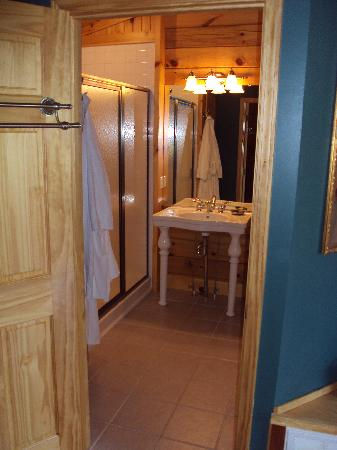 Cripple Creek Bed and Breakfast Cabins: Bathroom