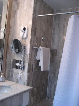 Morrison House, a Kimpton Hotel: Bathroom #2