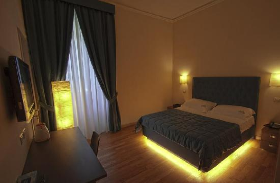 Rome Armony Suites: Suite Colosseo