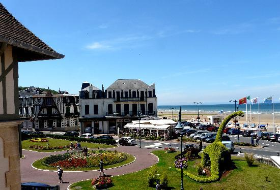 Villers-sur-Mer France  City pictures : Hotel Outre Mer : vue de la terrasse privative