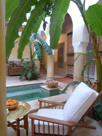 Riad Azoulay: Patio con piscina