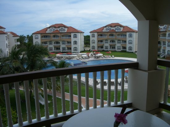 Grand Caribe Belize Resort and Condominiums: View of Grand Caribe from seaview room