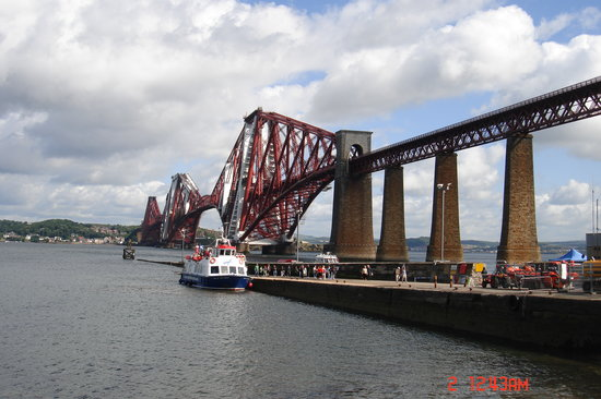 Dunfermline, UK: Firth of Forth Bridge