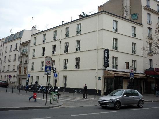 Une chambre picture of tingis hotel paris tripadvisor for Chambre hotel paris