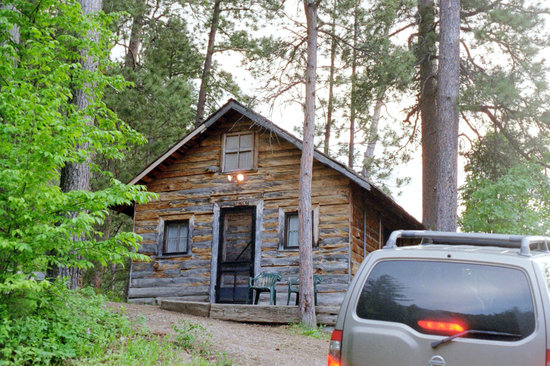Rim Rock Lodge - Front of Spruce Cabin