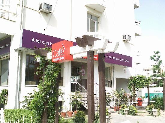 Hotel Shikha: Cafe Coffee day attached to the Hotel