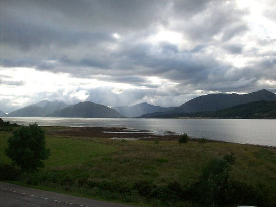 Ballachulish Hotel: The magnificent Loch from our window