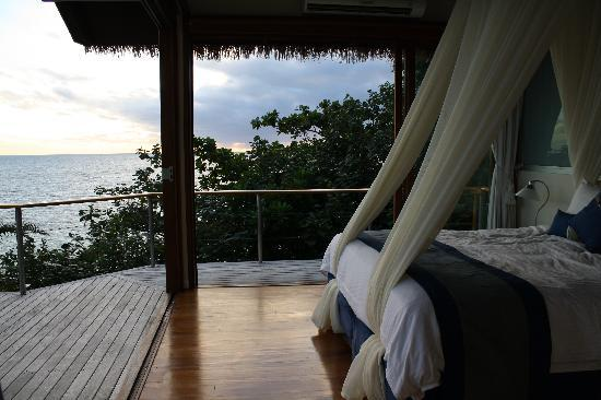 Royal Davui Island, Fiji: opening the bedroom walls