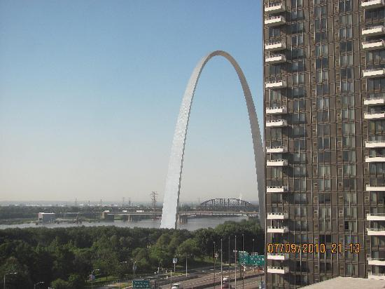View Of Gateway Arch From Hotel Room - Picture Of Hampton Inn