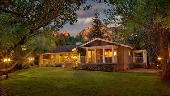 Creekside Inn at Sedona: Creekview Lawn and Inn