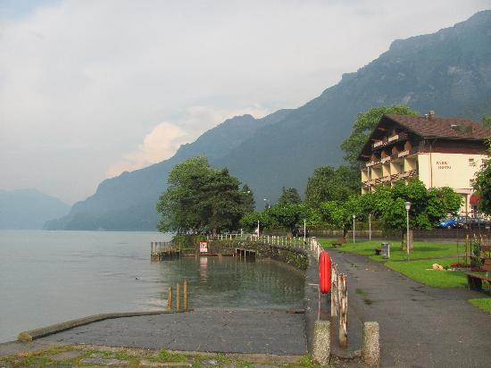 Hotel Oberlanderhof: The lake across the street