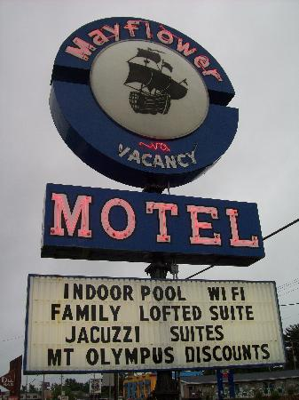 Mayflower Motel & Suites: Sign