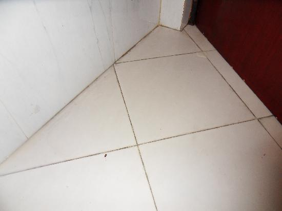 Great Eastern Hotel: bathroom floor