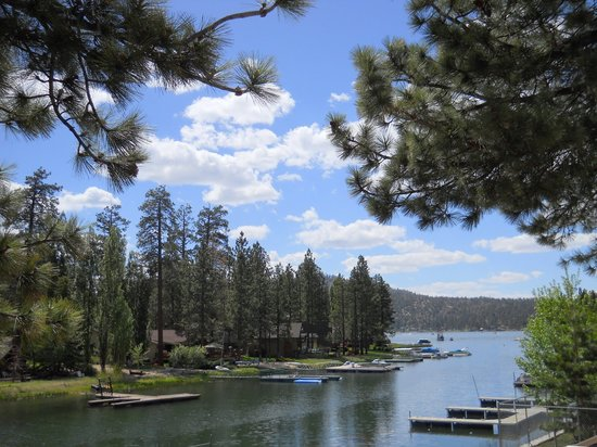 Big Bear Lake Mallard Bay Resort: Enjoy rental cabins overlooking Big Bear Lake