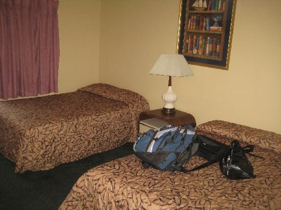 Santa Monica Motel: nice enough beds and space