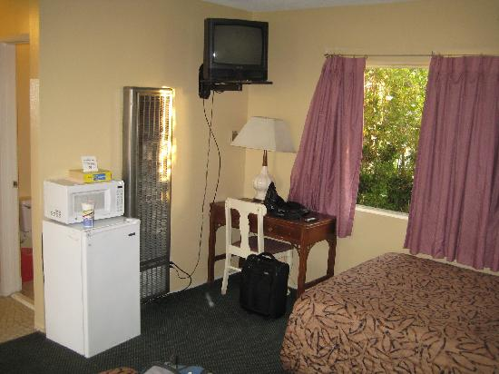 Santa Monica Motel: Happy to have had a fridge and microwave