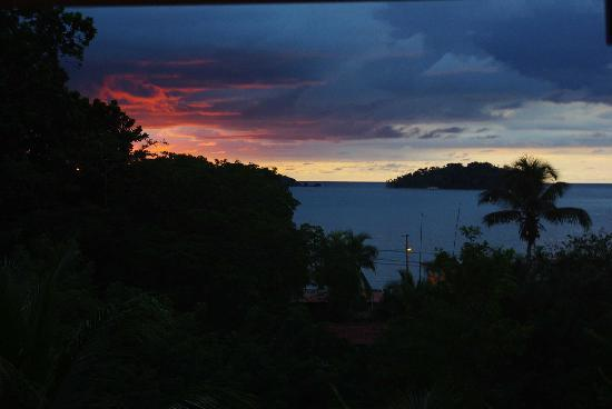 Bambu Guest House: Sunset from the terrasse