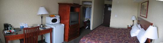 Days Inn &amp; Suites- Langley: Room 315 pan