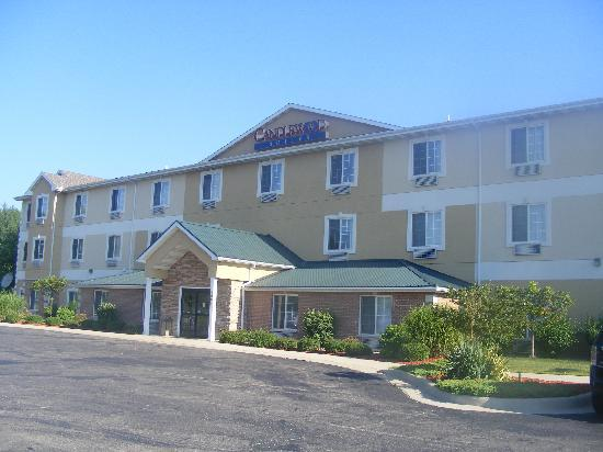 Candlewood Suites Stevensville: Outside of hotel