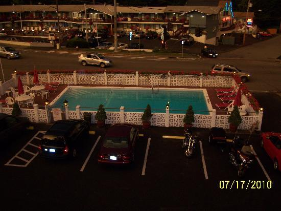 Econo Lodge Downtown: Pool at Econo Lodge, - Lake George, N.Y.
