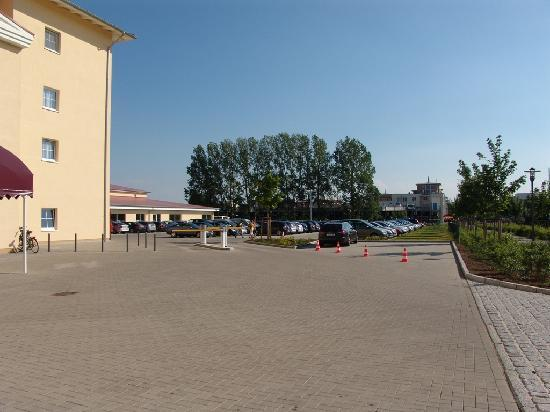 Morada Strandhotel: Parkplatz