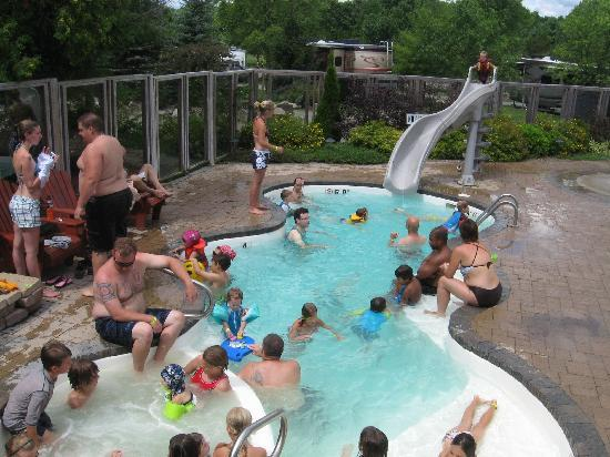 Lansdowne, Canada: small swimming pool with slide