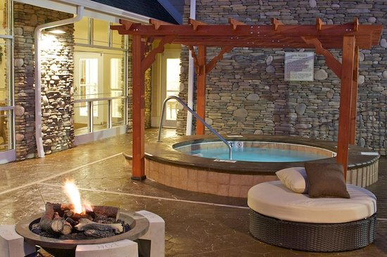 Clarion Inn: Outdoor Hot tub