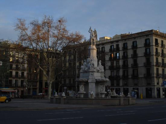 the square next to the hotel go left to la ramblas or cross to bus stop for a cruise ship pier p. Black Bedroom Furniture Sets. Home Design Ideas