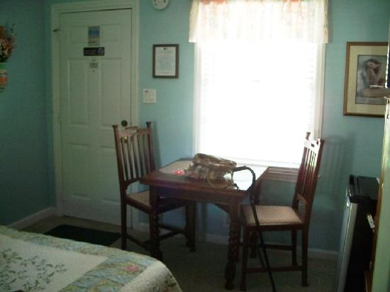 Kure Beach, Carolina del Nord: Sitting Area at Hidden Treasures Inn