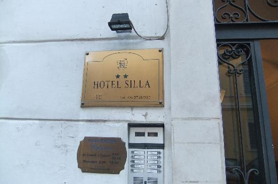 Hotel Silla: exterior sign