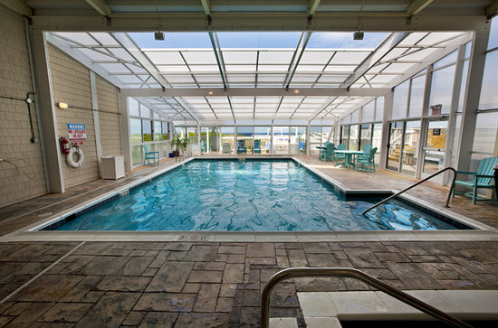 Ramada Plaza Nags Head Beach : Indoor heated pool 