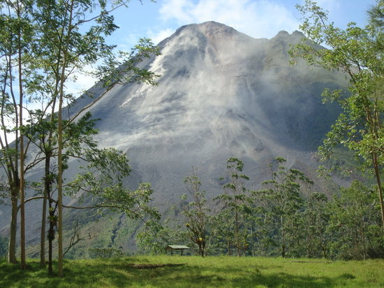 Taman Nasional Arenal Volcano, Kosta Rika: lava during day time