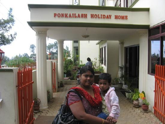 Ponkailash Holiday Home: Divya and Diya at Ponkailash