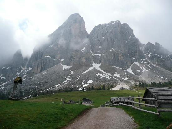Bressanone, Italy: On the hike from base at Hotel Ütia de Börz
