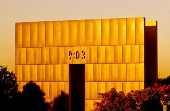 ‪‪Oklahoma‬: The monumental Gates of Time at the Oklahoma City National Memorial.‬