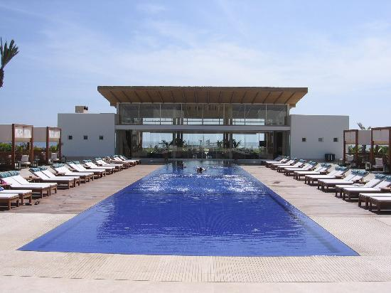 Piscina picture of hotel paracas a luxury collection for Paracas luxury hotel