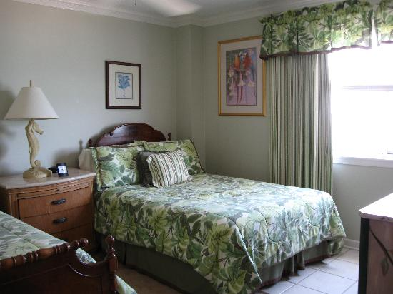Carolina Winds: clean roomy bedrooms