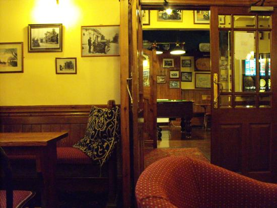 The Sulby Glen Hotel: Looking into the bar.