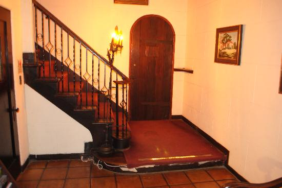 The Village Inn Coronado: Entry room