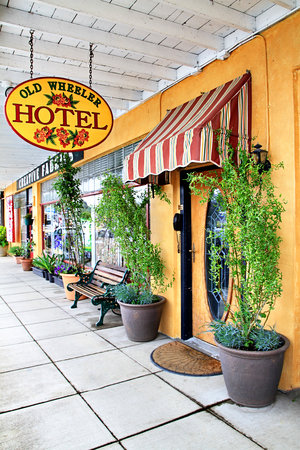 Old Wheeler Hotel: Welcome!