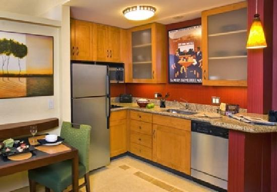 Residence Inn Concord: Kitchen in Suite