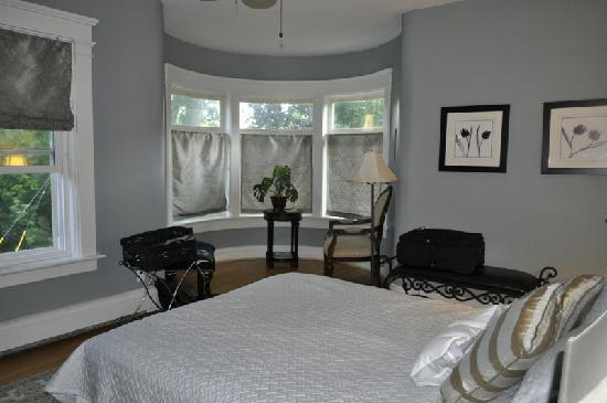 Millhollow Bed & Breakfast: The bedroom