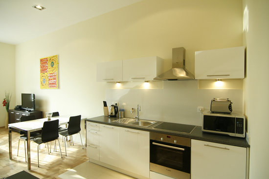 Venetian House Aparthotel: Self contained units with kitchens, aircon, wifi and Sat TV included