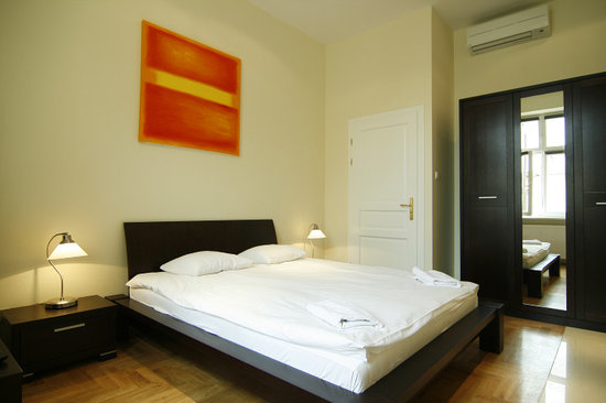 Venetian House Aparthotel: Economical 'hotel style' rooms with kitchen annexes