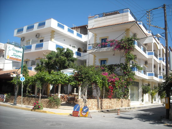 Uncle George Apartments: Uncle George's Hotel and Taverna