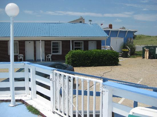 Ocean House Motel: view of room from pool deck
