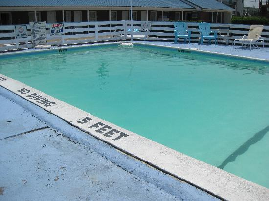 Ocean House Motel: pool, non discolored and clean